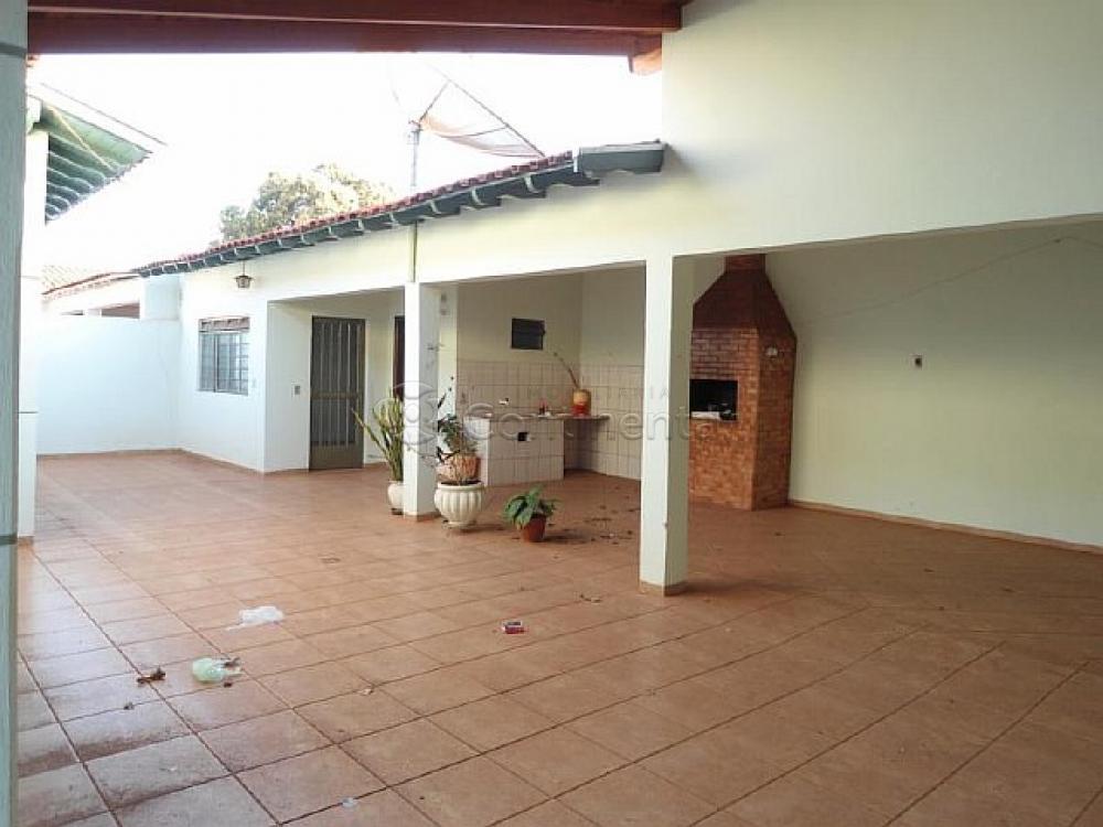 Alugar Casa / Padrão em Dourados R$ 3.000,00 - Foto 5