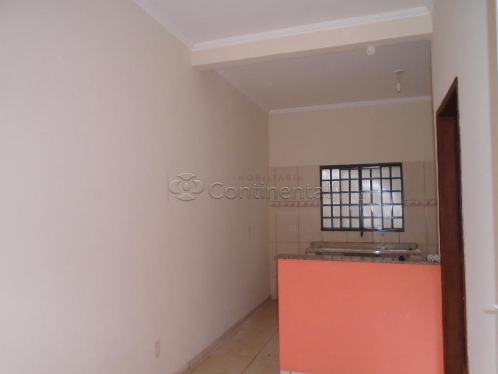 Alugar Apartamento / Kitinete em Dourados R$ 600,00 - Foto 6