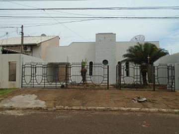 Alugar Casa / Padrão em Dourados. apenas R$ 3.000,00